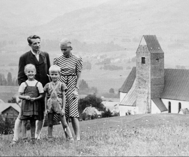 Fritz Griebel mit seiner Familie 1947.